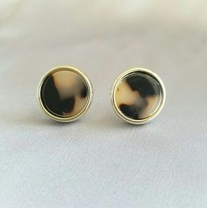 dc016f495 Jewelry - New marble color gold tone stud earrings